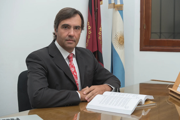 Dr. Gustavo A. Ferraris