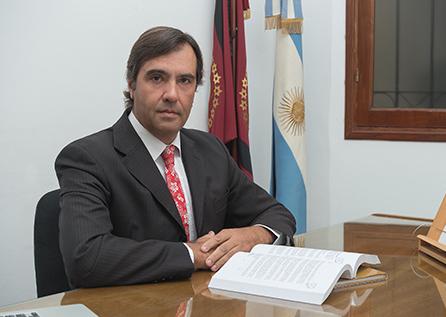 DR. GUSTAVO FERRARIS